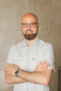 Москаленко Дмитрий Стоматолог имплантолог